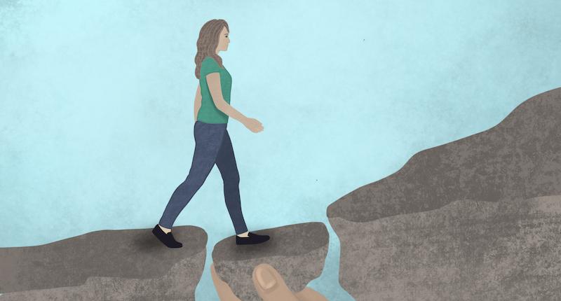 Eine Frau wird unterstützt bei ihrem Weg in die Selbstständigkeit und über einen Abgrund.