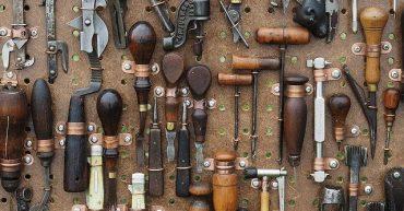 Werzeugwand mit verschiedenen Werkzeugen